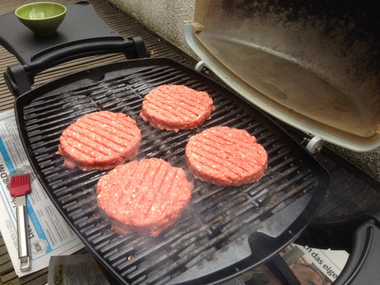 Burger-Patties auf dem Grill