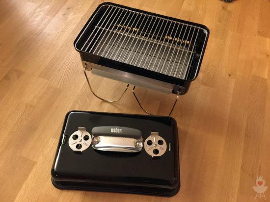 Weber Go-Anywhere Grillrost und Kohlerost montiert
