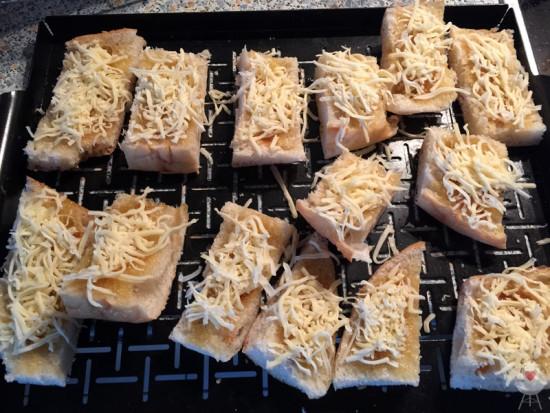Gratinierte Chili-Honig-Fladen Rezept - Käse und Chili