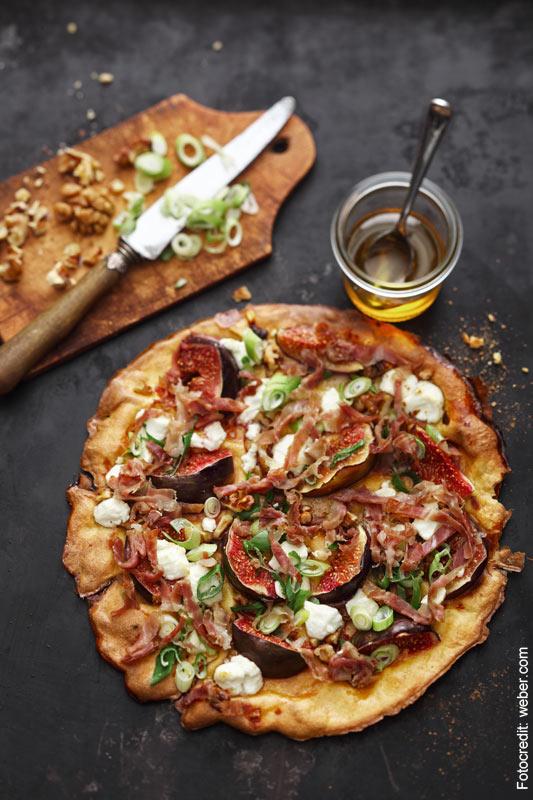 Gastrezept Pizza vom Grill Herr Palm Weber