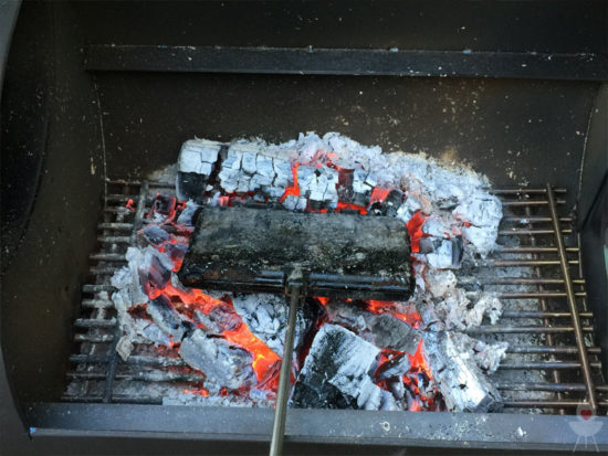 Petromax Waffeleisen in der Smoker-Seitenbox