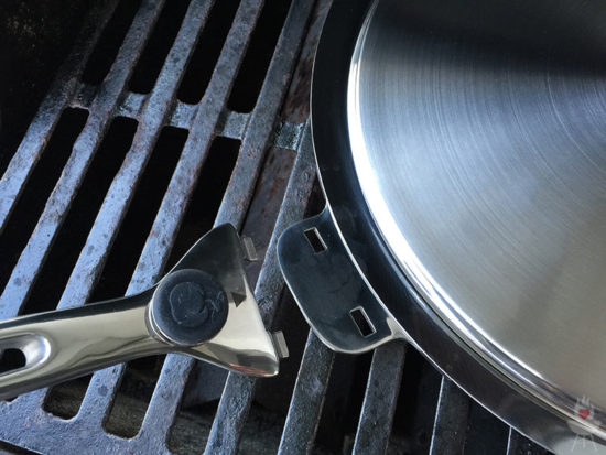 Edelstahl-Plancha von SteakChamp Griff lang ab