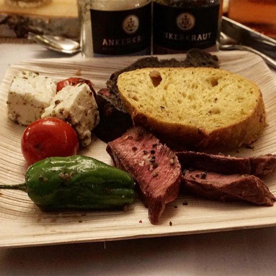 5. Gang - Flat Iron Steak mit Pimientos de Padrón aus dem Wok und Schafskäse