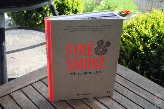 Buch Fire & Smoke aufgestellt von vorne