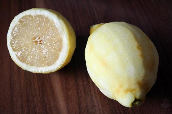 Zitronenlimonade ASA-Zitronenpresse geschält