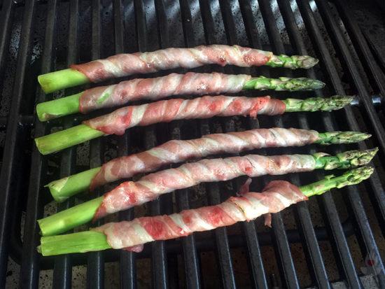 Grüner Spargel mit Bacon - anbraten