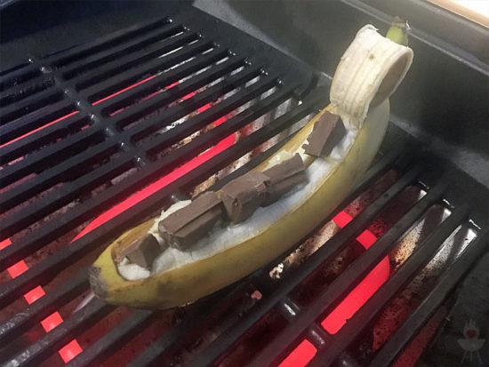 Schokobanane vom Grill auf Grillrost