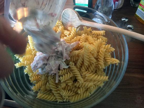 Schneller Nudelsalat - Fleischsalat dazu