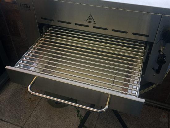 Beef Maker Grillschublade offen mit Grillrost nah