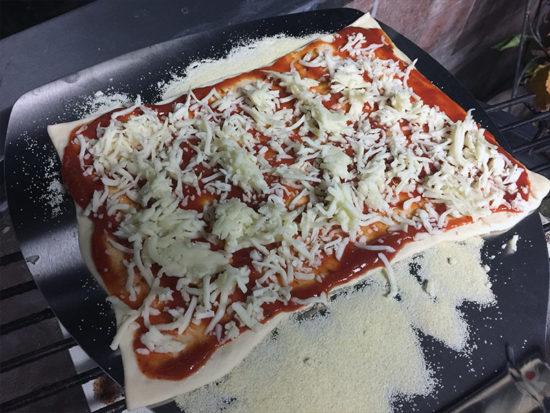 Pizza-Cover/Pizzaaufsatz grillrost.com Pizza roh