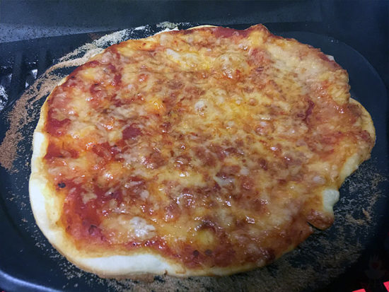 Pizza Weber PULSE Pizza fertig Pizzastein
