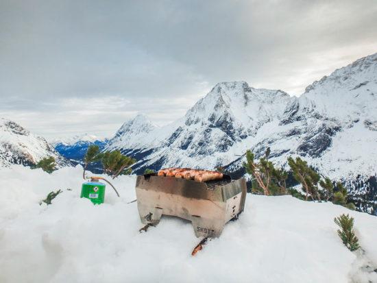 Skotti-Grill im Schnee