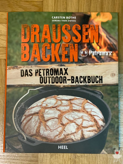 Draußen backen - Das Petromax Outdoor-Backbuch - Titel