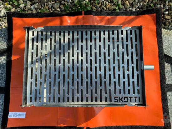 Skotti-Grill - Tasche als Unterlage