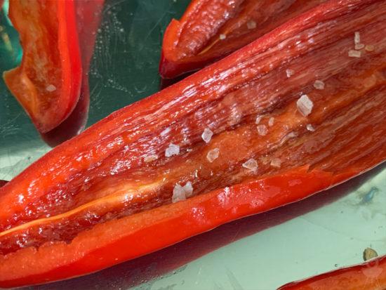 gegrillte Spitzpaprika gesalzen